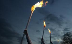 Ligne de torches sur la ligne de front, événement organisé par Gone West