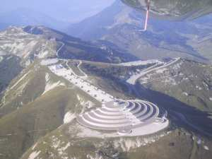L'incroyable monument et ossuaire du monte Grappa, à la gloire des soldats et...de Mussolini.