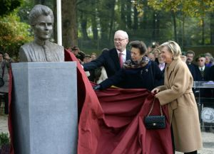 Inauguration du buste d'Edith Cavell, au parc Montjoie à Bruxelles, le 12 octobre 2015