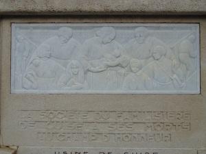 Jan et Joël Martel, Bas-relief du monument aux mort du Familistère de Guise.